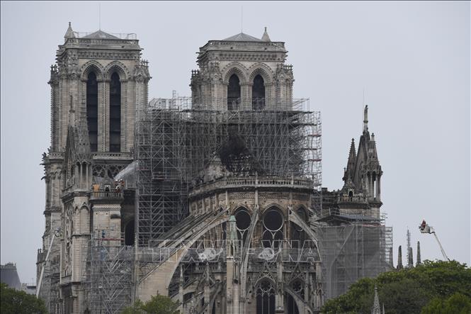 Tỷ phú Pháp bị nghi đánh bóng tên tuổi khi quyên góp tu sửa Nhà thờ Đức Bà Paris